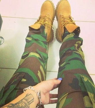 pants cargo pants camouflage shoes timberlands timberlands and gold chain t-shirt jeans