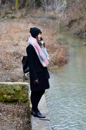 perla oreneta,blogger,coat,jeans,top,shoes,scarf,gloves,hat