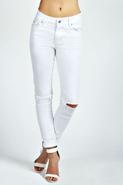 Beth Ripped Knee Skinny Denim Jeans at boohoo.com