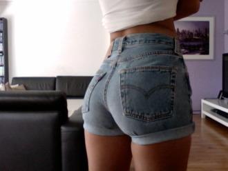 shorts levi's jeans levi shorts light color jeans light color high waisted blue shorts blue jeans high waisted shorts