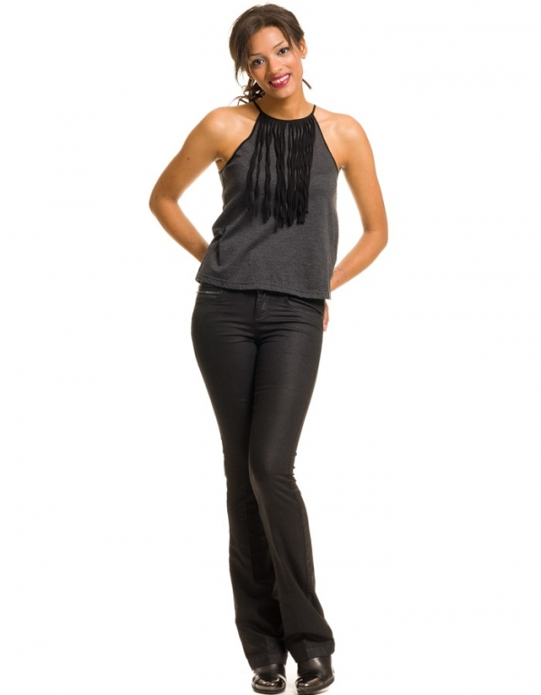 Pantalón Denise en negro corte acampanado de YAS