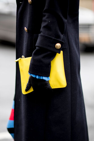 coat nyfw 2017 fashion week 2017 fashion week streetstyle black coat yellow yellow bag bag pouch leather gloves gloves