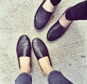 shoes,black,leather,leather shoes,black leather,grunge,chanel,chanel shoes,black shoes,where did u get that,awesomec,cute,like it,soft grunge,fashion,style,rock,wat,cheaper version please