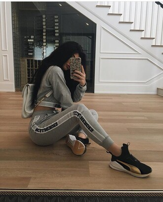 pants kylie jenner sweatpants grey instagram shirt joggers tracksuit grey sweater sweats sweater shoes sneakers black sneakers high top sneakers cropped sweater leggings grey sweatpants