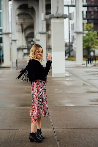 the whiskey wolf blogger printed dress fringed jacket boho spring spring outfits date outfit