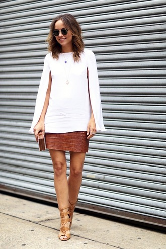 le fashion image blogger sunglasses bag white top long sleeves mini skirt snake print gladiators white blouse clutch