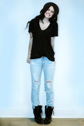 jeans,acacia brinley,ripped jeans,blue wash ripped skinny jeans,black,v neck,t-shirt,top