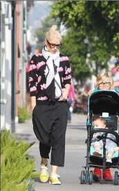 gwen stefani,sneakers,moschino,sweater,shoes