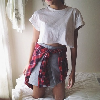 shirt t-shirt indie flannel white t-shirt grey skirt outfit crop tops