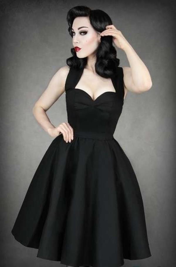 На выпускной черное платье