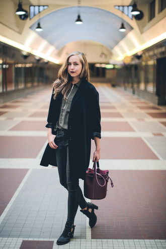 a cup of style blogger bucket bag fall outfits cut out shoes black coat