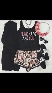t-shirt,shorts,hair accessory,jewels,cardigan,shoes,tank top