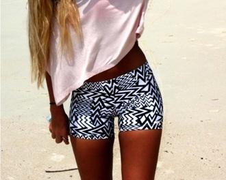 shorts bikeshorts white black shirt black and  shorts tights comfortable black and white shorts