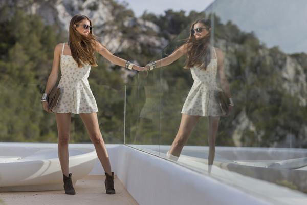 b a r t a b a c shoes jewels sunglasses shirt shorts
