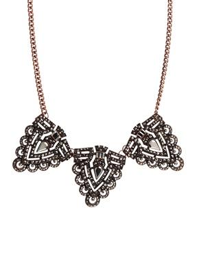 River Island | River Island – Kurze, ausgefallene Halskette mit Kupferdesign und Hämatitbesatz bei ASOS