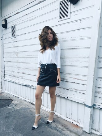 le fashion monster blogger skirt shoes leather skirt mini skirt white top long sleeves black and white