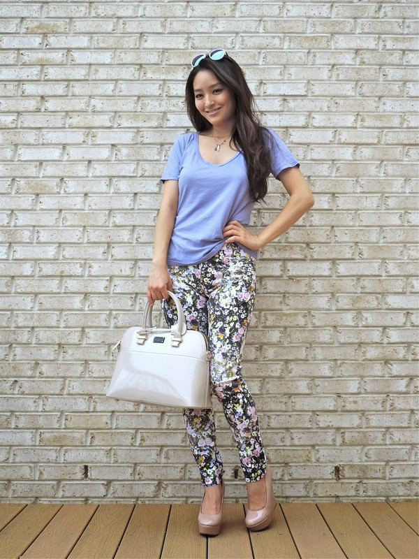 sensible stylista bag t-shirt jewels sunglasses shoes patent leather bag white bag handbag pants floral pants blue t-shirt wedges nude shoes spring outfits patent bag