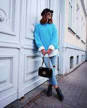 sweater,knitted sweater,oversized sweater,white shirt,jeans,ripped jeans,ankle boots,shoulder bag,cap,sunglasses
