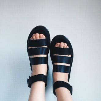 shoes dr. martens flat sandals black leather revolve clothing revolve revolveme
