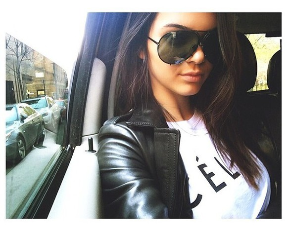 white t-shirt celfie tshirt kendall jenner black and white