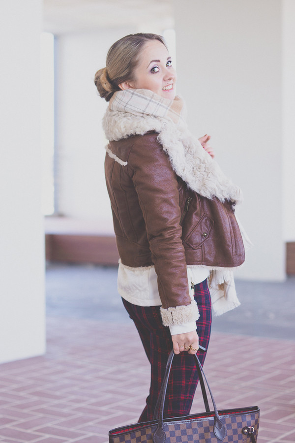 my blonde gal sweater bag jacket scarf pants shoes jewels