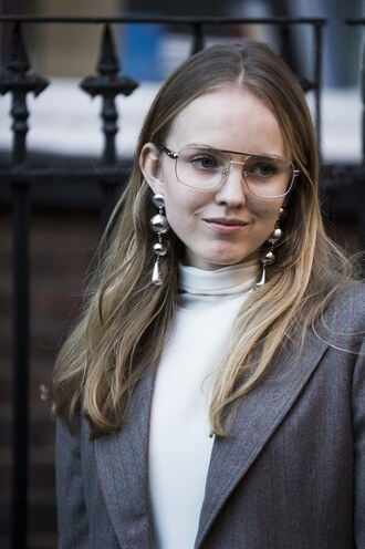 jewels london fashion week 2017 fashion week 2017 fashion week streetstyle earrings white top top turtleneck white turtleneck top glasses silver jewelry silver earrings