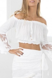 top,white,fashion,trendy,cool,off the shoulder,summer,girly,spring,crop tops,cropped,beautifulhalo,blouse,girl,girly wishlist,off the shoulder top,crop,white top,lace
