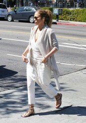 pants,white,cardigan,top,jennifer lopez,spring outfits,sandals,shoes,valentino rockstud,flat sandals,white pants,white top,wrap top,white cardigan,brown sandals,studded sandals,aviator sunglasses