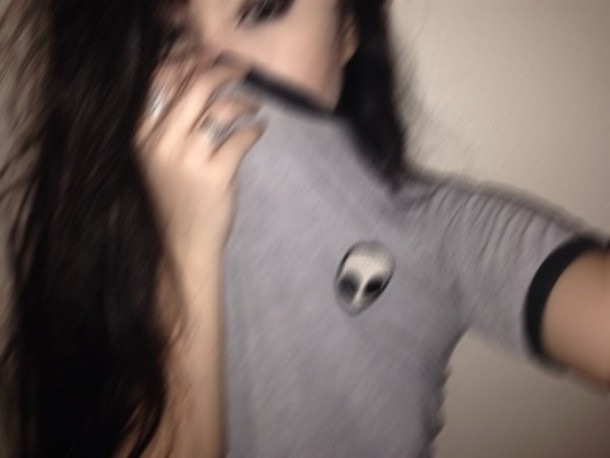 shirt t-shirt tumblr outfit tumblr shirt blouse tumblr grunge alien grey need this!!! black and white hipster soft grunge alien cropped t shirt