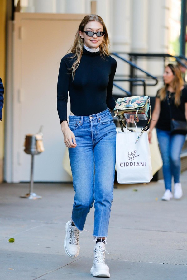 jeans top bodysuit gigi hadid streetstyle spring outfits model off-duty