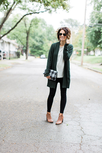 one little momma blogger cardigan t-shirt jeans shoes bag jewels sunglasses fall outfits booties clutch green cardigan