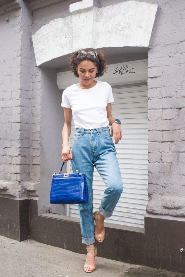 greenteanosugar blogger jeans top shoes bag sunglasses jewels boyfriend jeans 90s style
