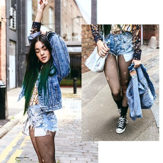 alessandra kamaile blogger ripped acid wash denim shorts denim jacket green hair tights net converse