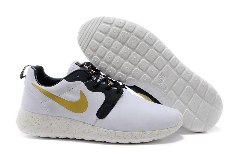 Nike roshe trophy gold size 8