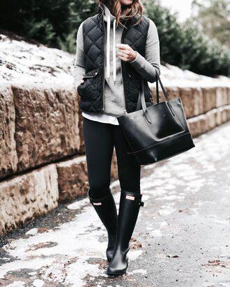 jacket tumblr quilted vest black vest vest hoodie grey hoodie grey sweater bag tote bag black bag leggings black leggings boots black boots hunter boots wellies