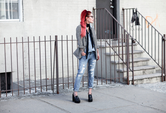 le happy blogger ripped jeans grey blazer