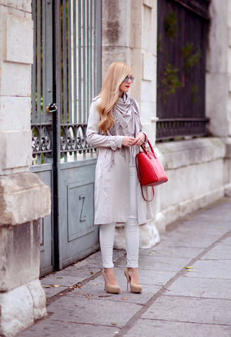 jeans jacket blogger scarf oh my vogue trench coat camel pumps red bag