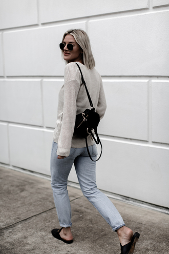 so sage blogger sweater jeans shoes sunglasses fall outfits backpack loafers