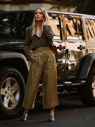 the fashion guitar blogger jeans shirt pants shoes bag jewels khaki loafers green pants summer outfits