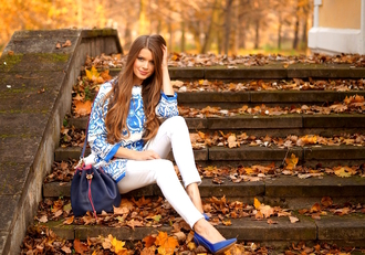 only my fashion style blogger coat blue and white bucket bag