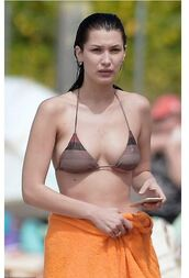 swimwear,bikini,bikini top,bella hadid,model off-duty,beach,summer