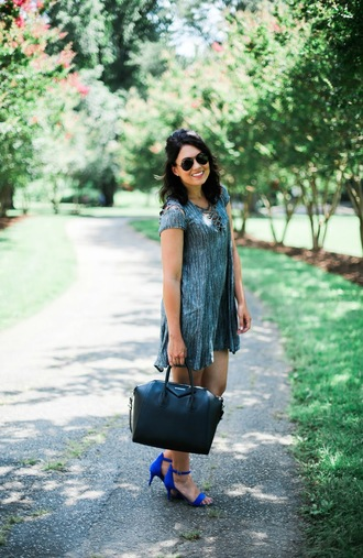 life & messy hair blogger dress shoes bag jewels