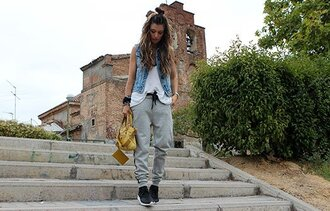 madame rosa blogger grey sweatpants denim vest