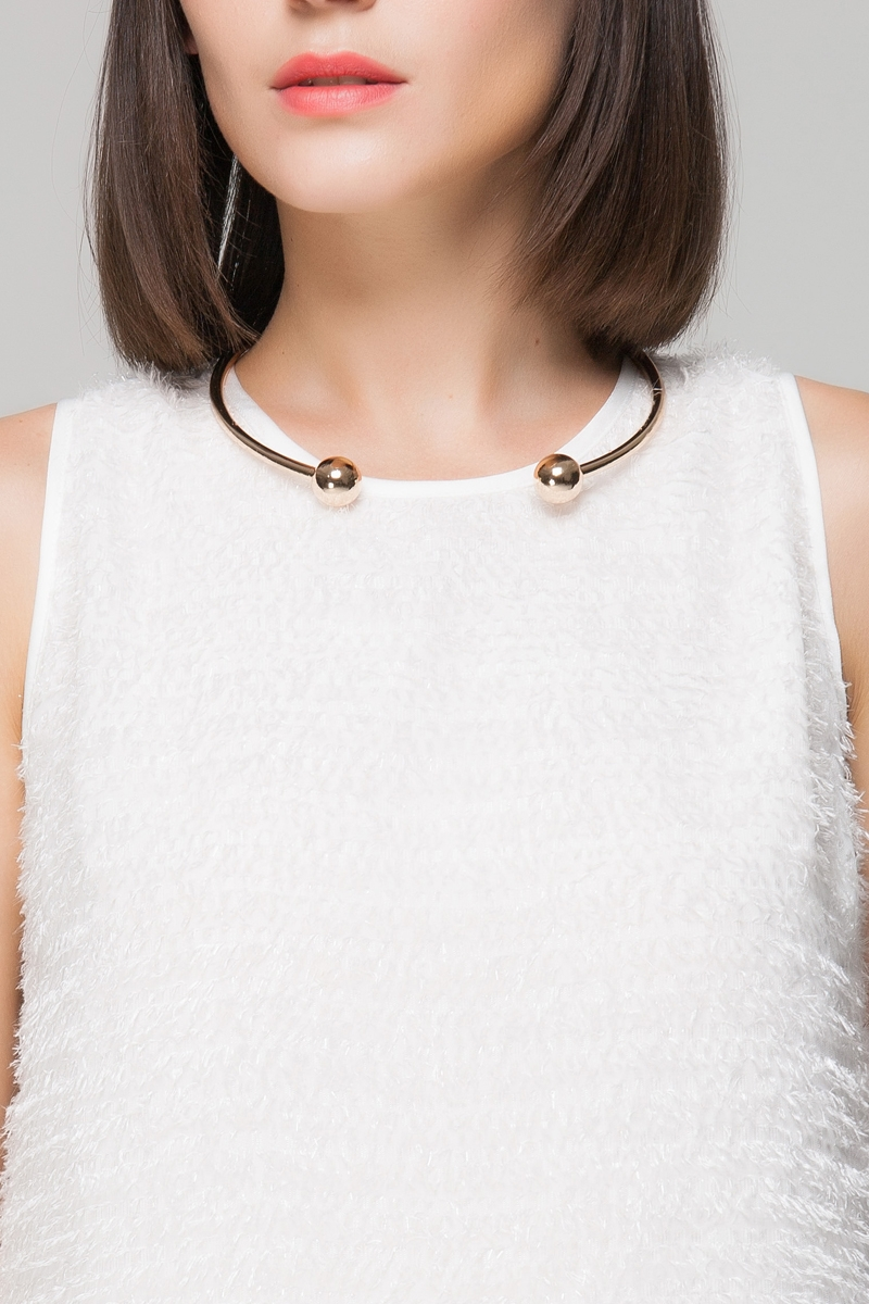 Open choker necklace with ball