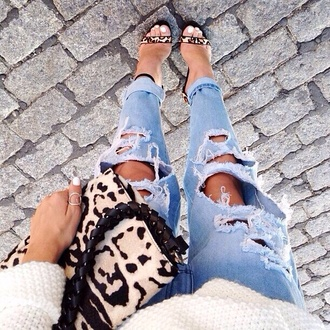 jeans blue jeans ripped jeans boyfriend jeans ripped light jeans bag light blue boyfriend jeans printed sandals shoes leopard print high heels leopard print high heels leopard bag sandals skinny jeans black blue léopards prints mini bag dress
