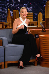 jumpsuit,kate hudson,pumps,black and white