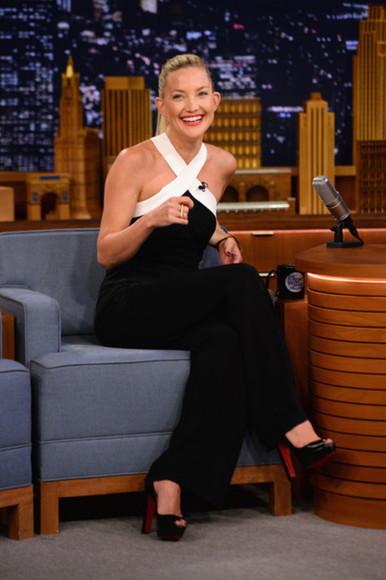 pumps jumpsuit kate hudson back and white