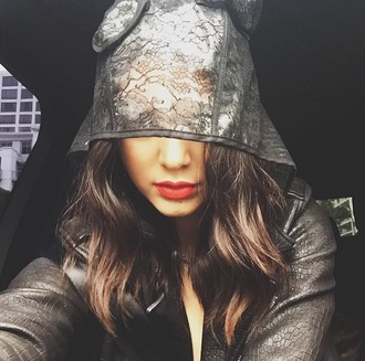 hat kendall jenner lace red lipstick