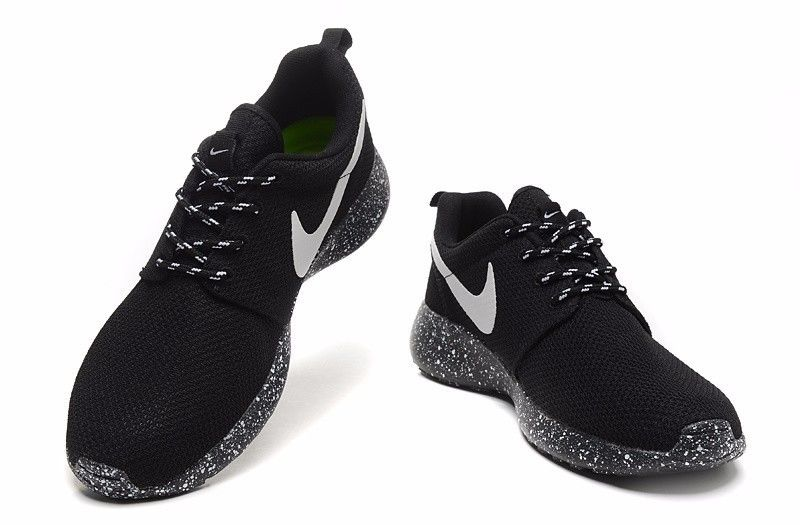 Nike roshe run mens all black