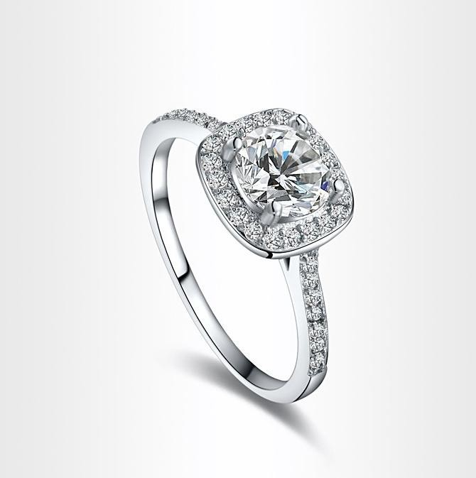 Cubic zirconia engagment ring by mir